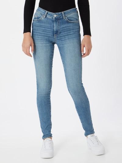 PIECES Jeans 'PCDELLY' in de kleur Blauw denim, Modelweergave