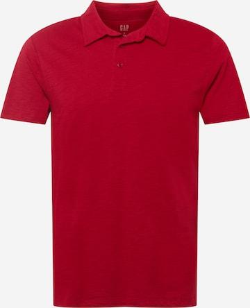 Tricou de la GAP pe roșu