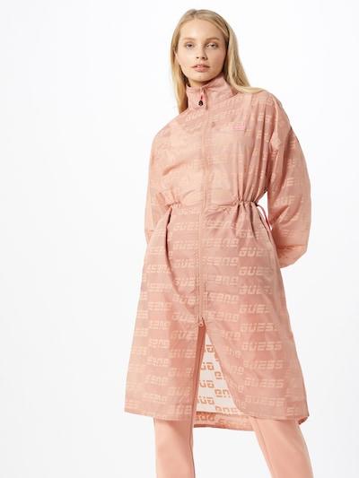 GUESS Funktsionaalne mantel roosa, Modellivaade
