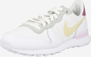 Nike Sportswear Platform trainers in White