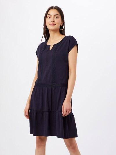Rochie ESPRIT pe bleumarin, Vizualizare model