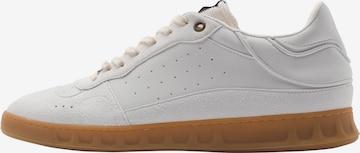 EKN Footwear Madalad ketsid 'ALDER', värv valge