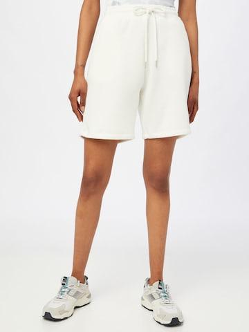SISTERS POINT - Pantalón 'PEVA-SHO' en blanco