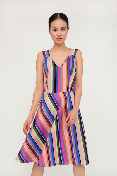 Finn Flare Sommerkleid mit farbigem Streifenmuster in mischfarben / pink, Modelansicht