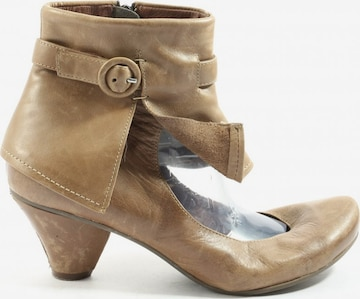 CHOCOLATE Dress Boots in 41 in Brown