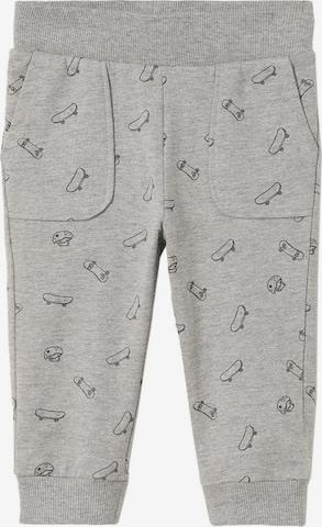 Pantaloni de la MANGO KIDS pe gri