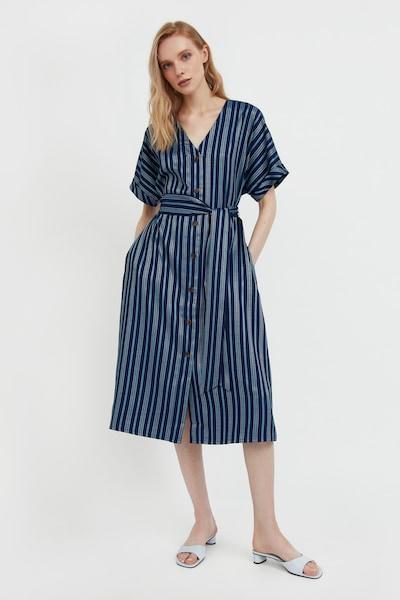 Finn Flare Kurzarm-Kleid in dunkelblau, Modelansicht