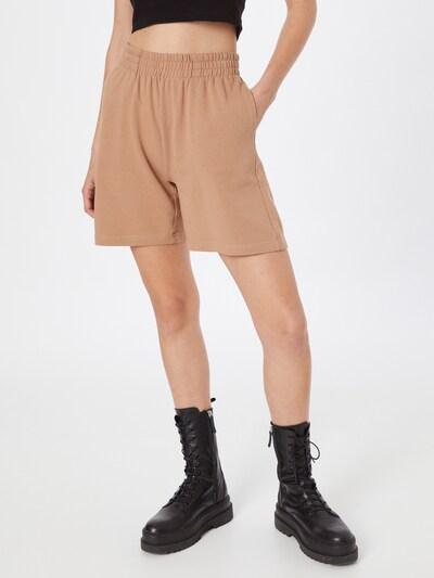 Gina Tricot Shorts 'Nora' in hellbraun, Modelansicht