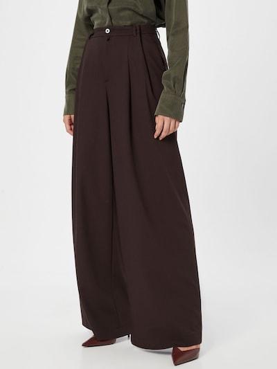 DRYKORN Hlače s naborima 'ELATE' u tamno smeđa, Prikaz modela