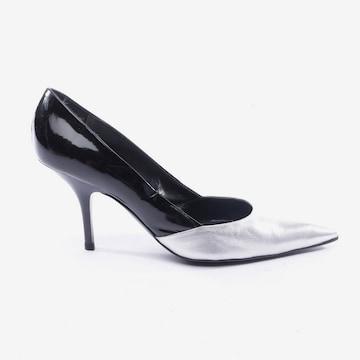 Gianfranco Ferré High Heels & Pumps in 39 in Black