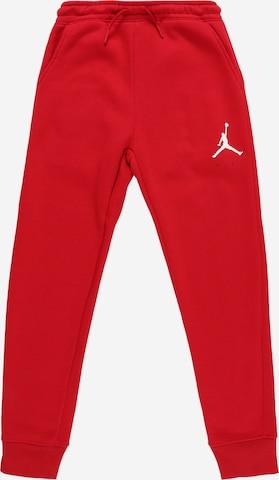 Pantaloni de la Jordan pe roșu