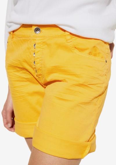 COMMA Shorts in gelb, Modelansicht