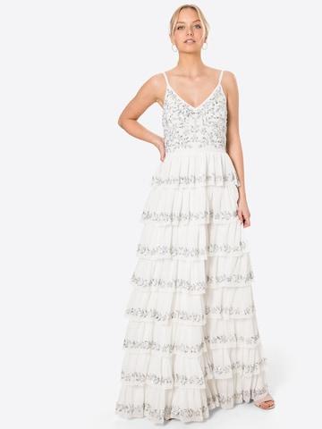 Rochie de seară de la Maya Deluxe pe alb