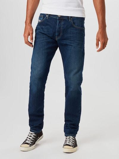 DIESEL Jean 'YENNOX' en bleu foncé, Vue avec modèle