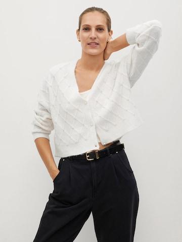 Geacă tricotată 'Tayrona' de la MANGO pe alb