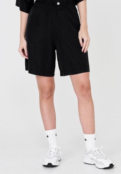 Cotton Candy Shorts 'SELINA' in schwarz, Modelansicht