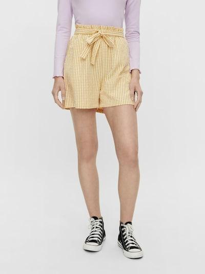 PIECES Shorts 'Nina' in goldgelb / weiß, Modelansicht
