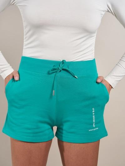 Pantaloni 'Luna' ABOUT YOU x Laura Giurcanu pe verde, Vizualizare model