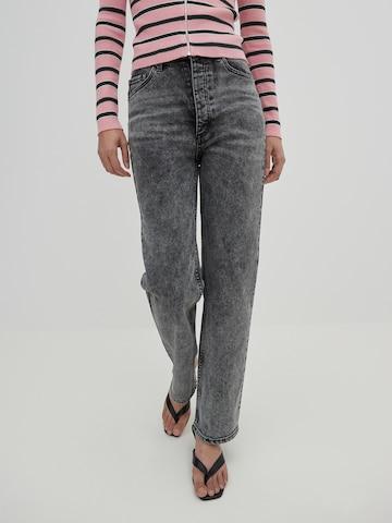 EDITED Jeans 'Simea' in Zwart