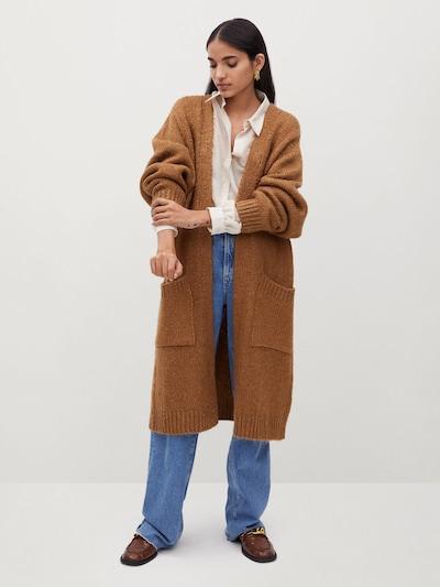 MANGO Strickjacke in karamell, Modelansicht