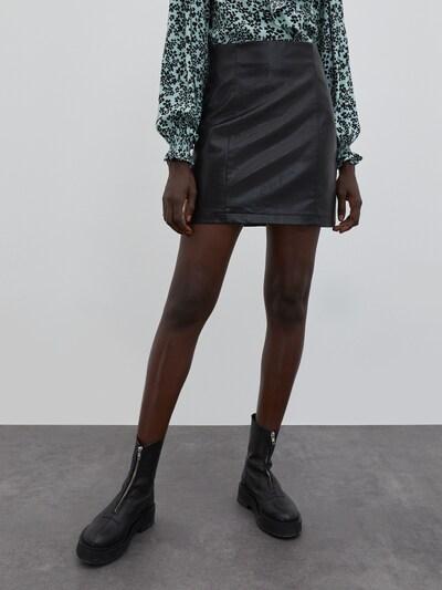 EDITED Suknja 'Celia' u crna, Prikaz modela