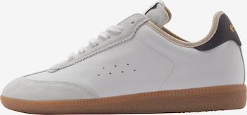 Sneaker low 'TSUGA' de la EKN Footwear pe alb