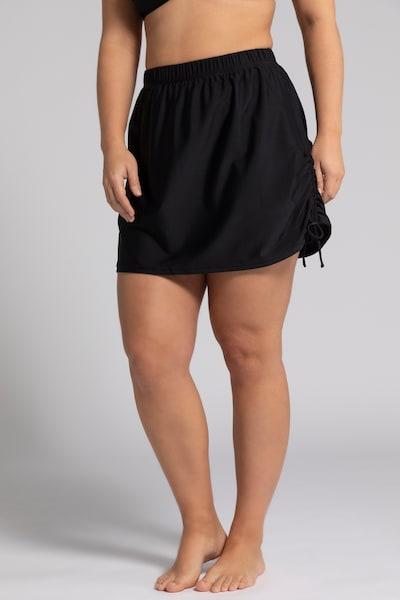 Ulla Popken Badpakjurk in de kleur Zwart, Modelweergave
