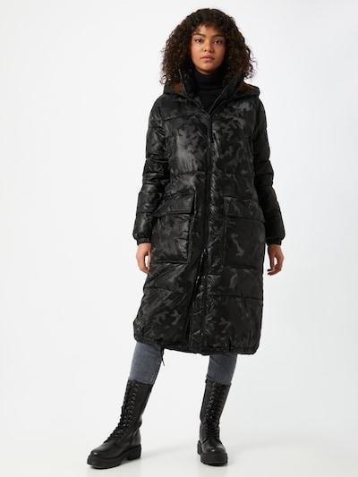 True Religion Abrigo de invierno 'NO DOWN' en gris / negro, Vista del modelo