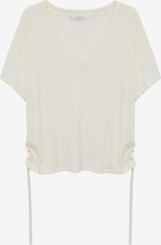 Tunica de la MANGO pe alb