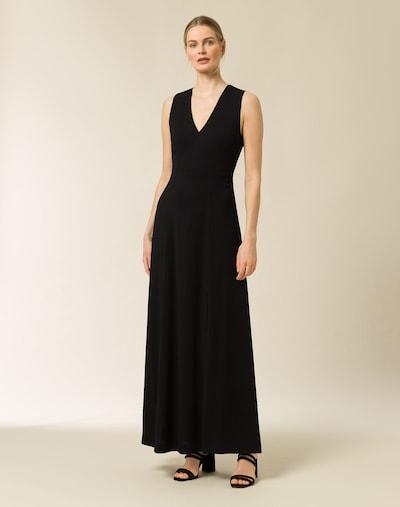 Rochie de seară IVY & OAK pe negru, Vizualizare model