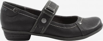 s.Oliver Flats & Loafers in 38 in Black