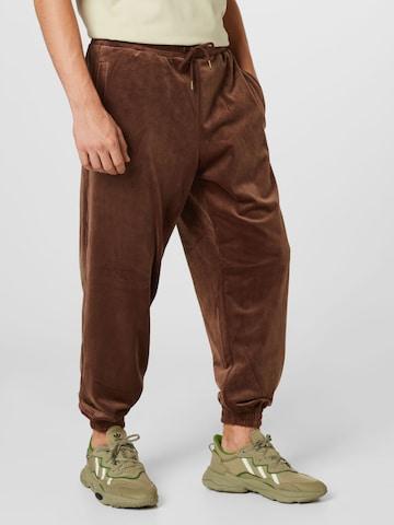 Karl Kani Trousers in Brown