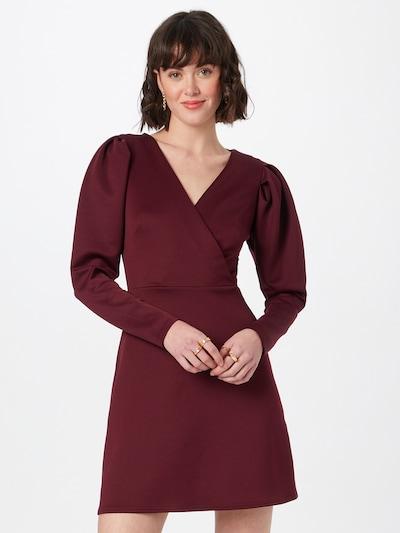 Closet London Kleid in burgunder, Modelansicht