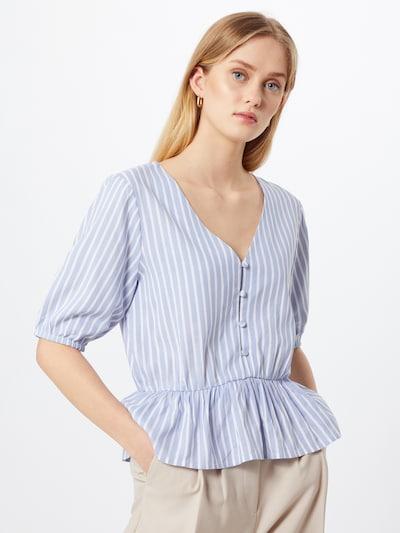 ABOUT YOU Bluse 'Linn' in hellblau / weiß, Modelansicht