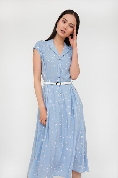 Finn Flare Sommerkleid in hellblau, Modelansicht