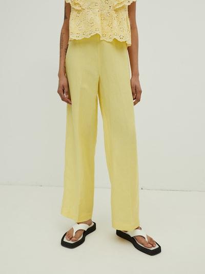 Pantaloni con piega frontale 'Remy' EDITED di colore giallo, Visualizzazione modelli