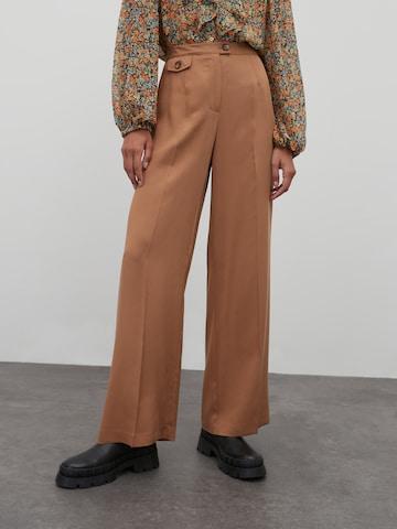 Pantaloni 'April' di EDITED in marrone