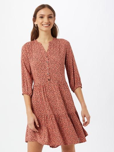 b.young Robe-chemise 'JOELLA' en rouge rouille / noir / blanc, Vue avec modèle