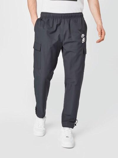 Nike Sportswear Pantalón en negro / blanco, Vista del modelo