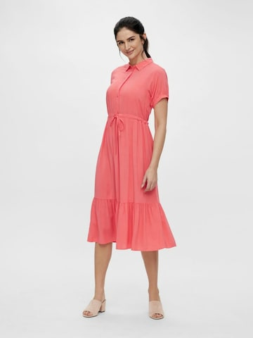 Rochie tip bluză 'Saphira' de la MAMALICIOUS pe roșu