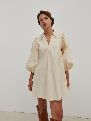Abito camicia 'Thanya' di EDITED in beige