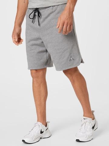 Pantaloni de la Jordan pe gri