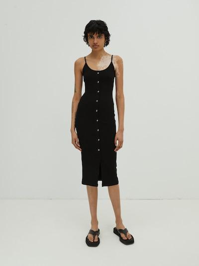 EDITED Jurk 'Cian' in de kleur Zwart, Modelweergave