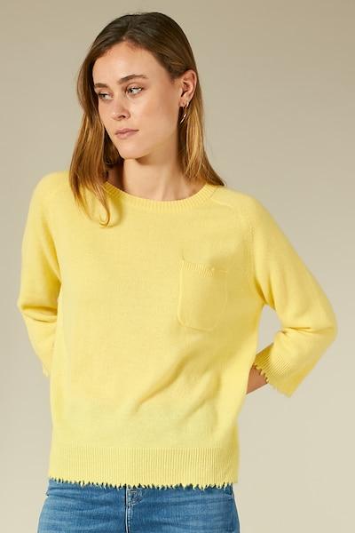 BLOOM Kaschmirpullover mit Brusttasche in gelb, Modelansicht
