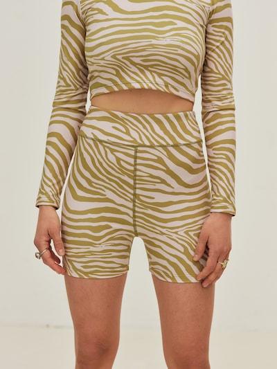 ABOUT YOU x Sofia Tsakiridou Shorts 'Emma' in grün, Modelansicht