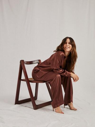 A LOT LESS Bluse 'Juna' in schoko, Modelansicht