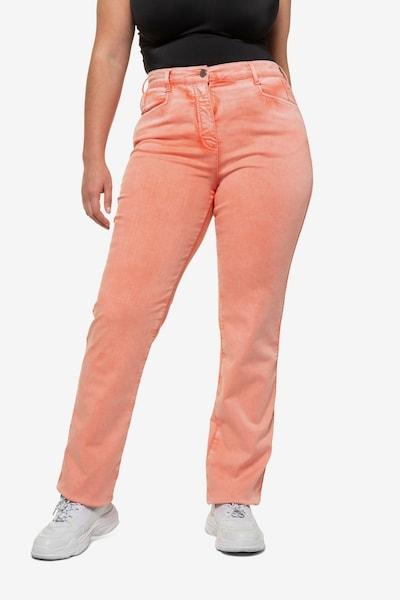Ulla Popken Jeans in de kleur Koraal, Modelweergave