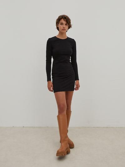 Rochie 'Amiya' EDITED pe negru, Vizualizare model