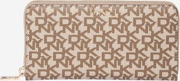 DKNY Geldbörse 'BRYANT' in Braun