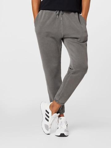 Pantaloni di Abercrombie & Fitch in grigio